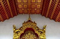 Vergoldeten Schnitzereien und Deckenornamente, Temple Wat Nong Sikhounmuang, Luang Prabang, Laos