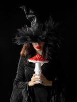 Sorceress with poisonous mushroom