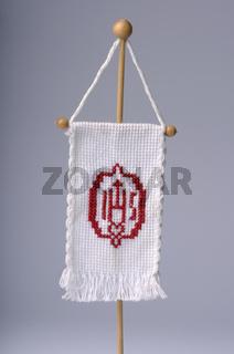 IHS Fahne gestickt