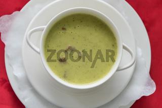 Cremesuppe mit Crouton als Einlage - Zucchinicremsuppe