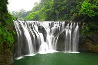 waterfalls in shifen taiwan