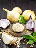 Onion powder in bowl on burlap