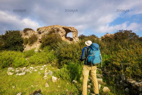 Hike among ruinas