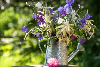 Blumenstrauß im Garten