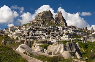Der Ort Uchisar mit dem Burgfels, Türkei