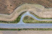 Luftbild Drohnenaufnahme Landstraße von oben