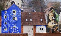 Die Mona Lisa und die blaue Hauswand