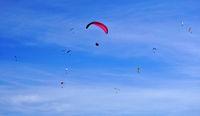 Gleitschirmflieger, Paraglider auf der Schwäbischen Alb, Deutschland
