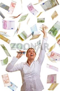 Lachende Frau im Geldregen