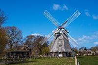 Historische Windmühle in Ahrenshoop auf dem Fischland-Darß