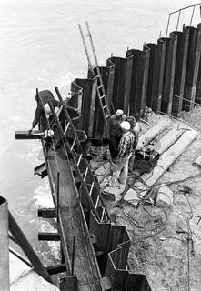 Neubau eines Pfeilers für die neue Reichsbrücke
