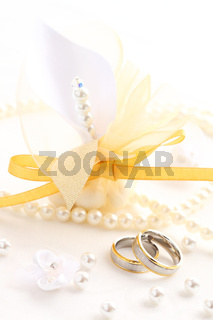 Beautiful wedding rings with guest gift box