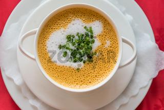 delikate gebundene Suppe - Tomaten-Kokos-Suppe