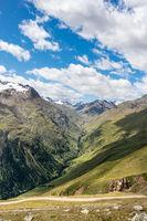 Blick in ein schroffes Tal bei Vent im Ötztal, Österreich