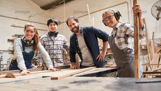 Gruppe Handwerker Azubis und Ausbilder