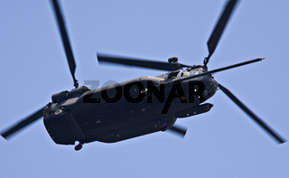 military chinook helicopter