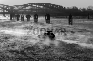 Hamburg Hafen Eisbrecher im Winter