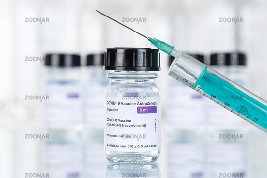 AstraZeneca Corona Virus Impfstoff Coronavirus COVID-19 Covid Impfung Spritze Vaccine Textfreiraum Copyspace