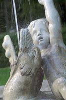 Detailaufnahme von historischen Springbrunnen, Hochformat
