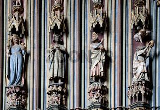 Statuen am Freiburger Münster