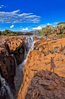 Abendlicht an den Wasserfällen Epupa Falls, Namibia, an der Grenze zu Angola   Warm light at the Epupa Falls, Namibia, near the border of Angola