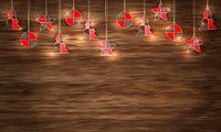 Weihnachtsdeko auf Holzhintergrund