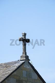 Kreuz auf dem First der Kirche Alt St. Thomae, Soest, Westfalen, Nordrhein-Westfalen, Deutschland, E