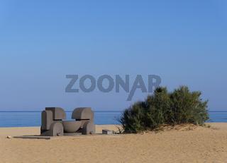 Skulptur am Strand von Piscinas