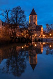 Jakobertor, mittelalterliches Stadttor in Augsburg bei Nacht