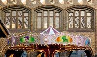 Karusell vor dem Rathaus Lübeck