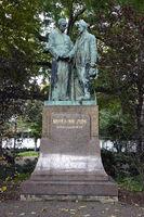 Denkmal an Adolph Kolping, Priester und Gesellenvater auf dem Kolpingplatz vor der Minoritenkirche