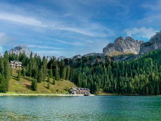 Der Misurinasee in den italienischen Dolomiten
