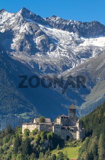 Die Burg Taufers in Sand in Taufers, Südtirol