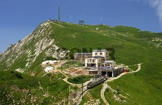Gipfelstation der Zahnradbahn auf dem Rochers de Naye-Gipfel