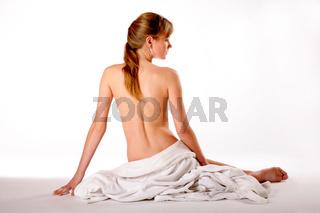 Rückenansicht einer jungen Frau