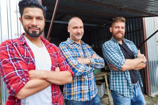 Arbeiter Team in einem mittelständischen Betrieb