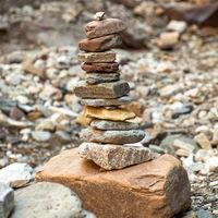 Steinmaennchen in der Bletterbachschlucht bei Bozen, Suedtirol