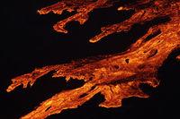 Magma fliesst den Berg hinunter - Fagradalsfjall