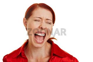 Frustrierte Frau schreit laut