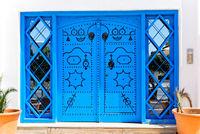 Verzierte blaue Türen in Sidi Bou Said, Tunesien