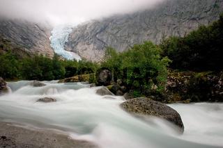Gletscherfluss des Briksdalsbreen