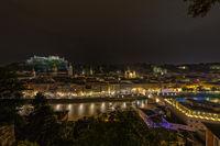 UNESCO Weltkulturerbe Salzburg bei Nacht mit Blick auf die beleuchtete Altstadt