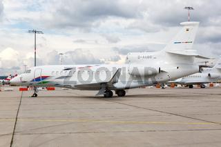 VW Air Services Dassault Falcon 7X Flugzeug Flughafen Stuttgart in Deutschland