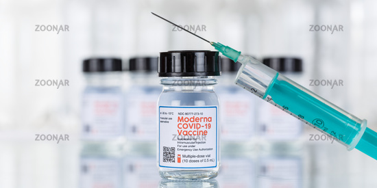 Moderna Corona Virus Impfstoff Coronavirus COVID-19 Covid Impfung Spritze Vaccine Textfreiraum Copyspace Banner