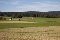 Waldstein mit Sendemast im Wasserschutzgebiet bei Voitsumra / Weissenstadt an der St2180