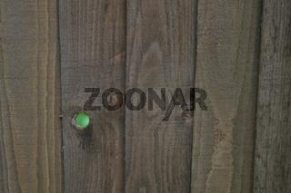 Durchblick - Guckloch im Zaun