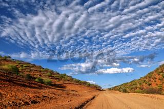 Straße und Landschaft im Norden von Namibia   Street and landscape in the north of Namibia