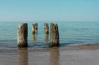 Wellenbrecher am Strand von Kolberg an der Ostsee