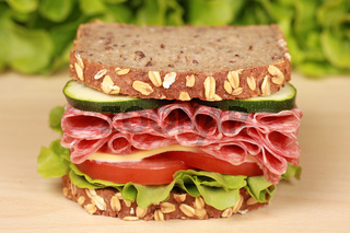 Brot mit Salami