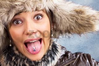 Scherzende Frau mit Pelzmütze, Portrait